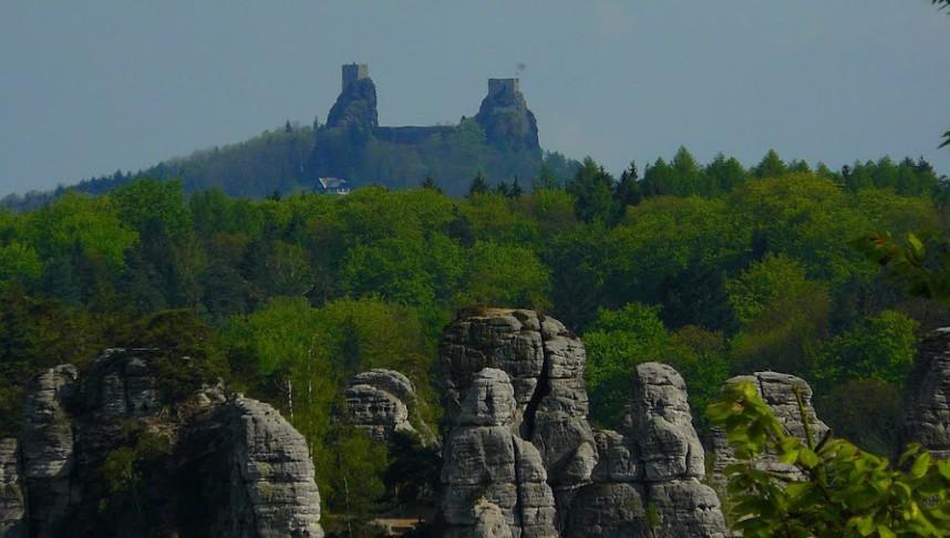 Trosky, ruins