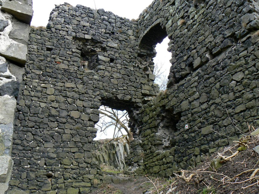 Ronov, ruins