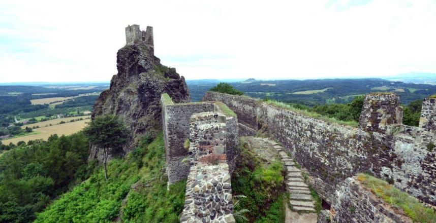 Wall Trosky Castle