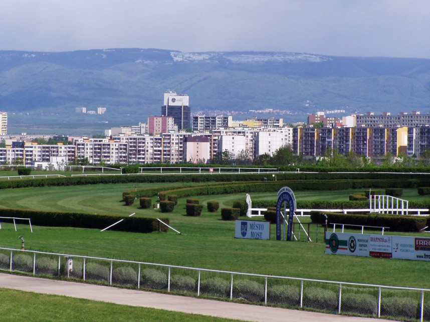 Hippodrome, Most