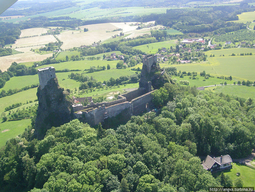 Trosky Castle view from above